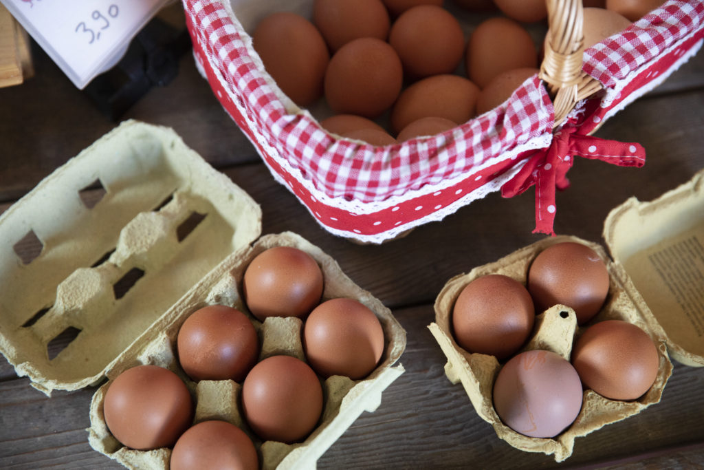 L'agriculture travaille. Commerce à la ferme, vente directe, Jardin de Closy, Laetitia Roset, oeufs.