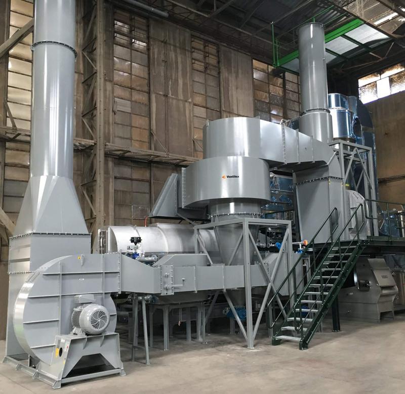 Cette impressionnante machine permet de traiter les semences à la vapeur d'eau.